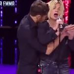 Cantante italiana sufre acoso en cadena televisiva de Berlusconi