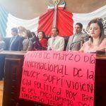 Entre irregularidades y represión entregan medalla a chihuahuense destacadas