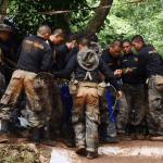Tras 17 días rescatan 12 niños y entrenador atrapados en cueva tailandesa