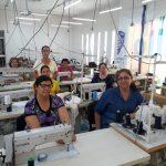 Mujeres de Saucillo lograron coser mil uniformes, ahora el reto es comprar maquinaria para su cooperativa