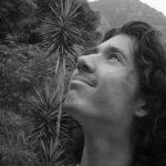Ekiwah Adler, poeta con parálisis cerebral, imparte taller «Escucha tu propia voz»