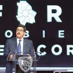 Corral alcanzó la misma aprobación que Peña Nieto al término de su mandato: 25.5%