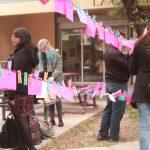 Obras artísticas como «Tendedero» han visibilizado el acoso dentro de la Universidad Autónoma de Chihuahua
