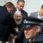 Julian Assange violó convenios internacionales, por eso se le retiró el asilo político: Lenin Moreno